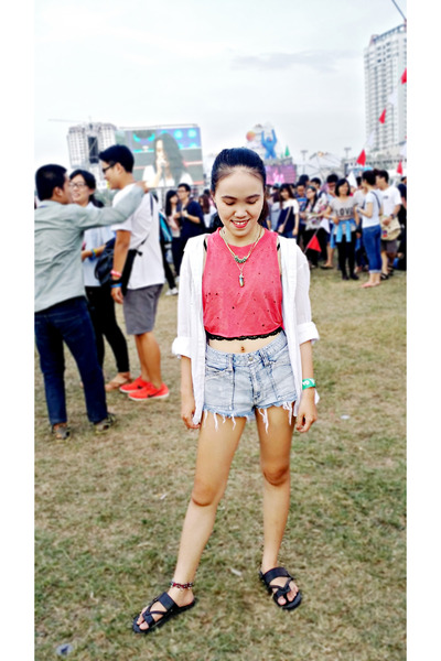 Red DIY Tops, White 2hand Shirts, Light Blue Jeans Shorts, Black ...