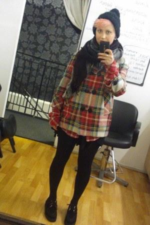 ruby red River Island coat - black Ebay shoes - black H&M hat