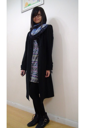 black floral print VIOLA coat - black ankle boots - black tights - navy scarf