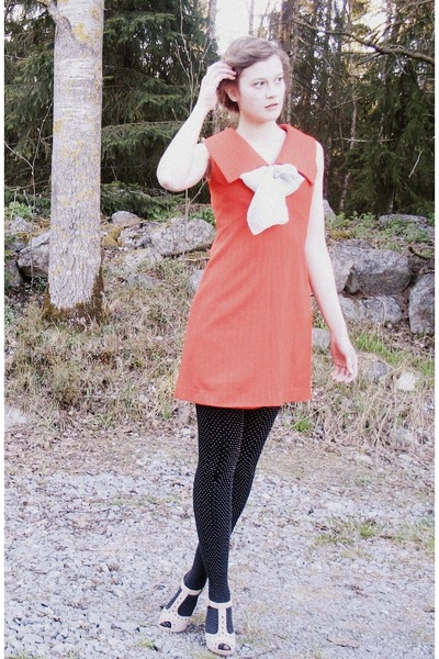 thrifted scarf - 60s vintage dress - Indiska stockings - Clarks heels