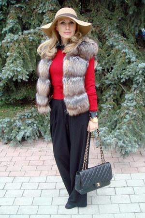 beige Accessorize hat - black Chanel bag - light brown fox fur Fendi vest