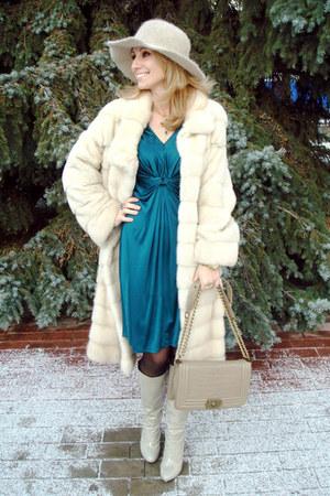 ivory mink fur Kopenhagen Furs coat - off white carlo pazolini boots