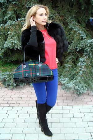 black arctic fox fur Dolce&Gabbana coat - black carlo pazolini boots