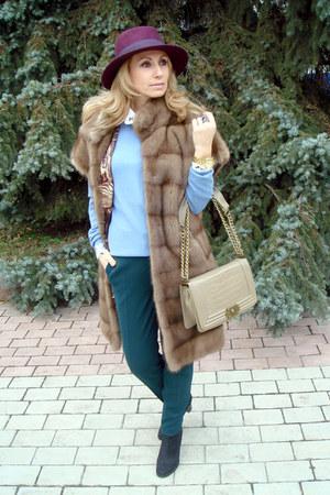 beige Chanel bag - magenta Zara hat - light brown mink fur Philippe Ferrat vest