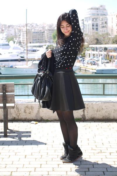 black Bag bag - navy Mango shirt - black wedhe sneakers Pull and Bear sneakers