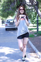 heather gray H&M shirt - black Pull & Bear shorts - black Vans sneakers