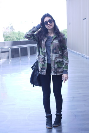black jeggings Pull and Bear jeans - army green khaki Pull and Bear jacket