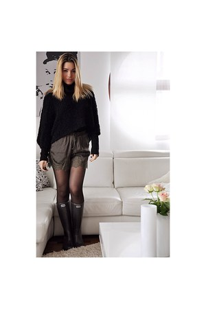 black cropped Zara sweater - charcoal gray Guess boots
