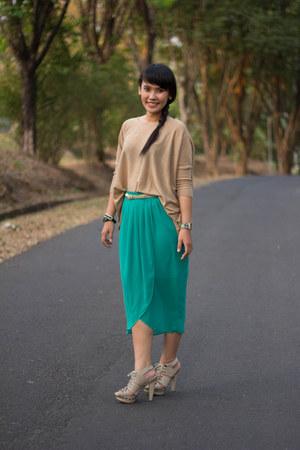 Gaudi skirt - no brand bracelet - Charles & Keith heels - Zara t-shirt