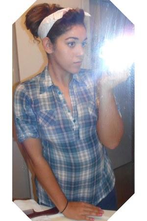 black skinny Thrift Store jeans - blue Charlotte Russe shirt