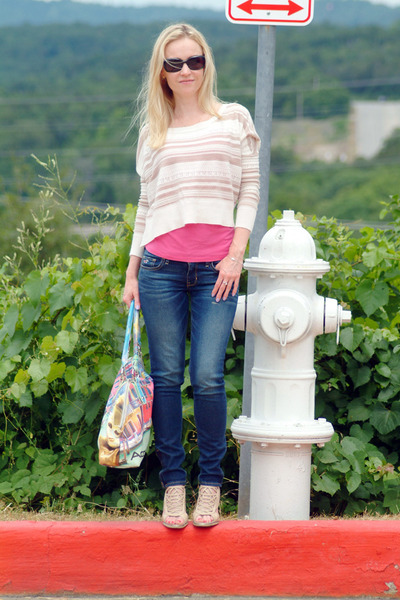 tan Roxy sweater - navy hollister jeans - hot pink Express top - beige heels