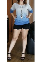 sky blue degradee blouse - black shorts - black pumps