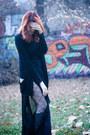 Black-musette-boots-black-kotton-cardigan-black-mango-blouse