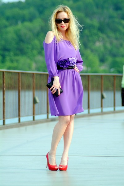 violet WHBM dress - black Furla bag - black Gucci sunglasses - red Tuiggi heels