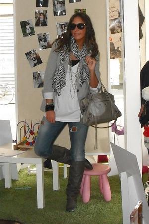 Zara blazer - H&M t-shirt - Coolway boots - H&M scarf - H&M bracelet - ray-ban s