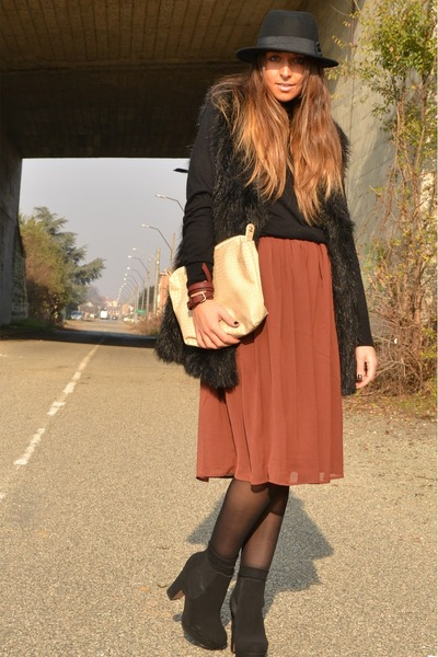 ruby red skirt H M skirt - black boots asos boots - black hat H M hat 1098ccba293