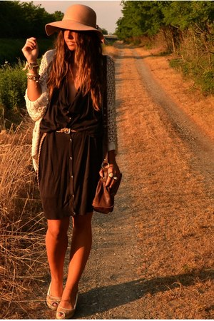 crimson cardigan-dress H&M dress - camel floppy hat Bershka hat - crimson satche