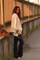 off white clogs no brand shoes - navy jeans H&M jeans - ivory blazer H&M blazer