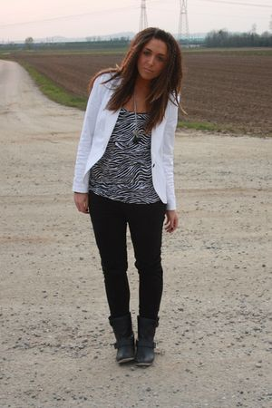 white Zara blazer - black Alcott top - black H&M pants - black Zara boots - blac