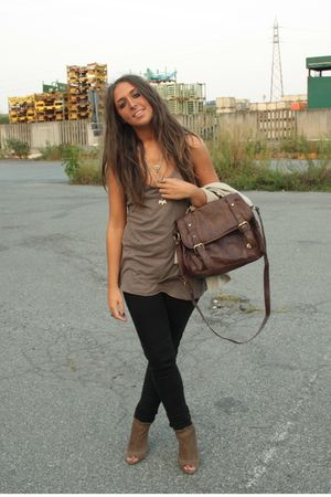 brown on sale Zara boots - brown basic top H&M shirt