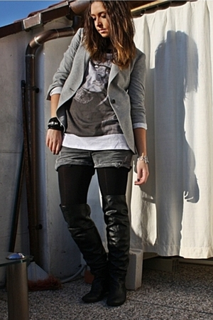 white brigitte tee Zara t-shirt - black cuissards Zara boots