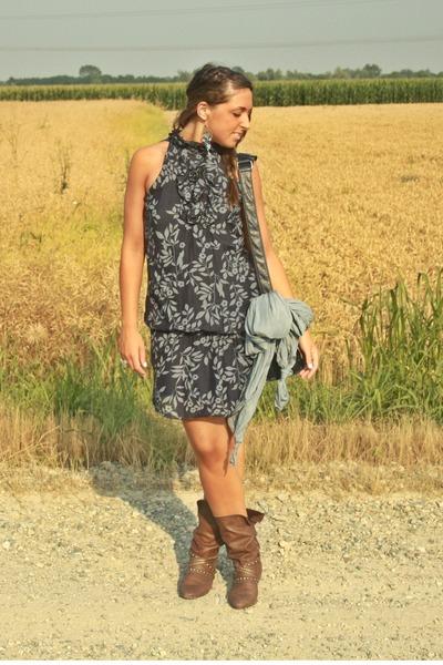 brown no brand boots - blue flower dress matildaitalian brand dress