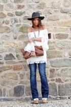 white dressvenus dress - brown vintage bag