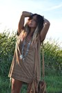 Silver-vintage-necklace-brown-h-m-dress-brown-zara-bag-camel-blanco-wedges