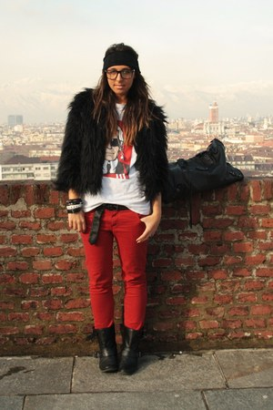black zara biker boots boots - black boohoocom faux-fur coat - red zara pants pa