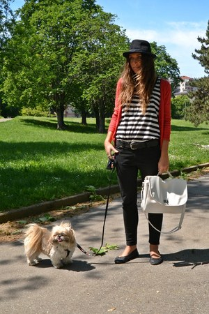 white bag Wholesale-Dress bag - red cardigan H&M cardigan - black pants Zara pan
