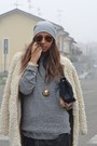 Black-zara-bag-camel-zara-coat-silver-scout-hat