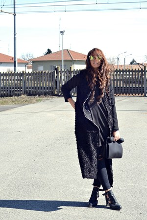 black asos boots - black romwe coat - black H&amp;M jeans - black Zara shirt
