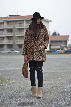 dark brown River Island coat - camel Forever21 boots - black Zara hat