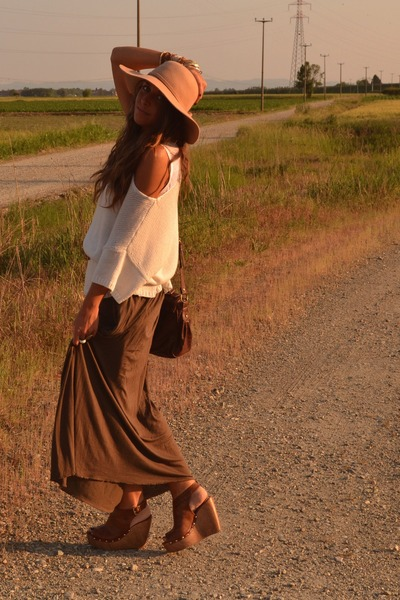 camel floppy hat Bershka hat - camel sweater H&M sweater - brown maxi-skirt Zara