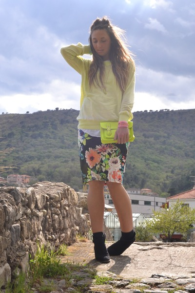 bubble gum H&M skirt - black Mango boots - yellow Zara sweater