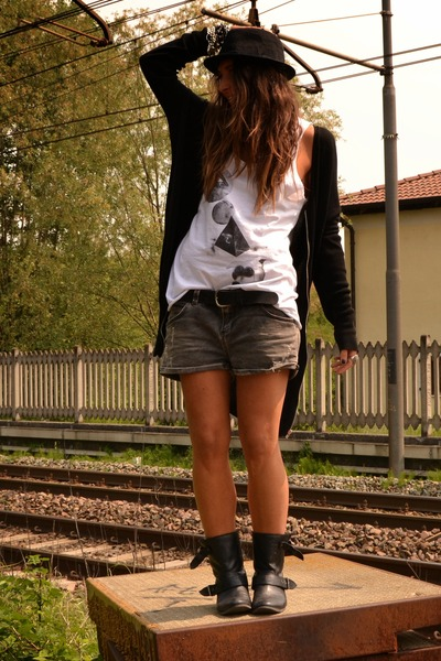 black biker boots Zara boots - black hat H&M Man hat - heather gray denim shorts