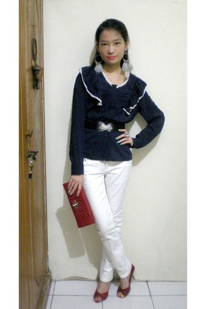 silver diamonds ring - white jeans - navy shirt - ruby red snake leather bag
