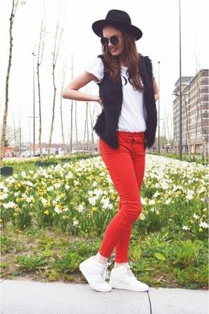 red Zara jeans