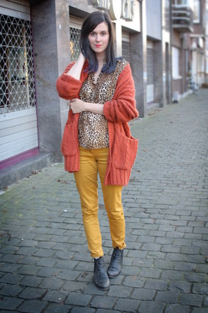 carrot orange cardigan - gold pants