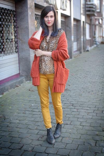 carrot orange cardigan - gold pants