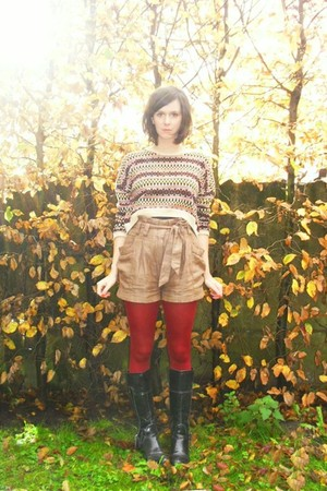 camel shorts - beige sweater - ruby red tights - black boots
