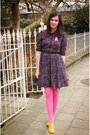 Bubble-gum-tights-gold-shoes-navy-dress-chartreuse-coat