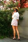 White-blouse-pink-shorts-purple-shoes-white-belt-yellow-hat