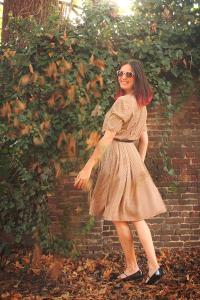 tan dress - ivory sunglasses - black flats