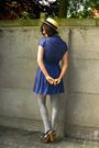 Blue-dress-gray-socks-yellow-hat-brown-shoes