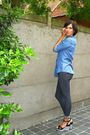 Blue-shirt-blue-leggings-black-shoes