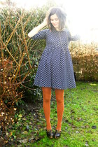 navy dress - burnt orange tights - dark brown clogs - silver necklace