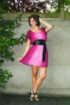 pink dress - black shoes