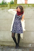 navy dress - black shoes - cream cardigan - cream accessories - crimson scarf -