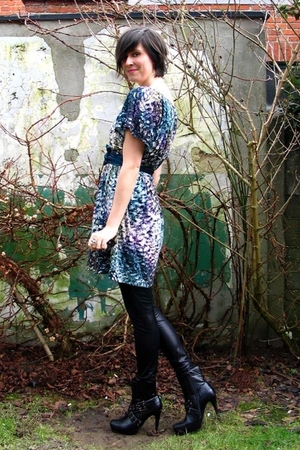 blue dress - black leggings - black boots - blue belt - silver accessories